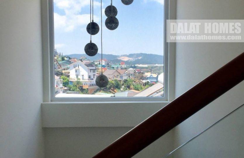 Cầu thang thông thoáng - Nhà phố Ngô Quyền Đà Lạt